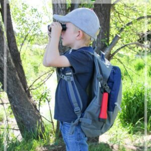 Put together a kids hiking pack for your summer adventures. Perfect for camping and hiking. #Hiking #Camping #Travelwithkids #Summer