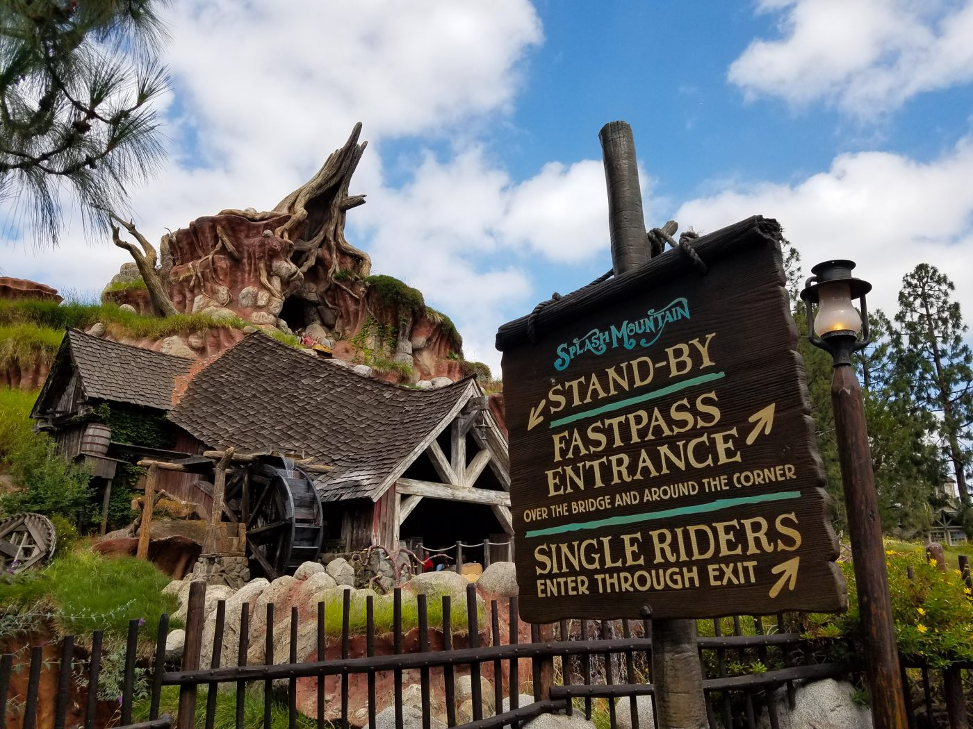 ride breaks down at Disney Splash Mountain