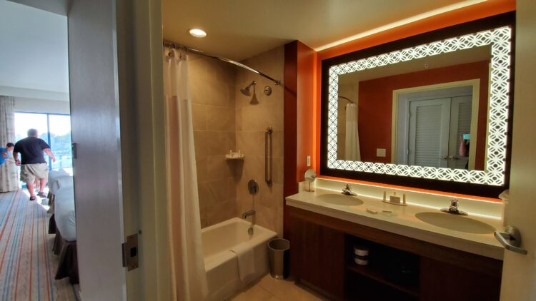 bathroom in Courtyard Anaheim Theme Park Entrance Hotel Room